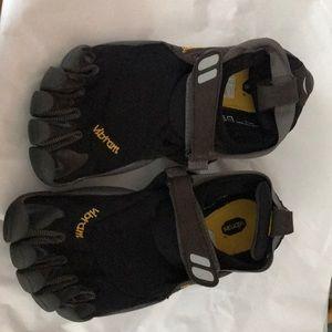 Women's five finger shoe